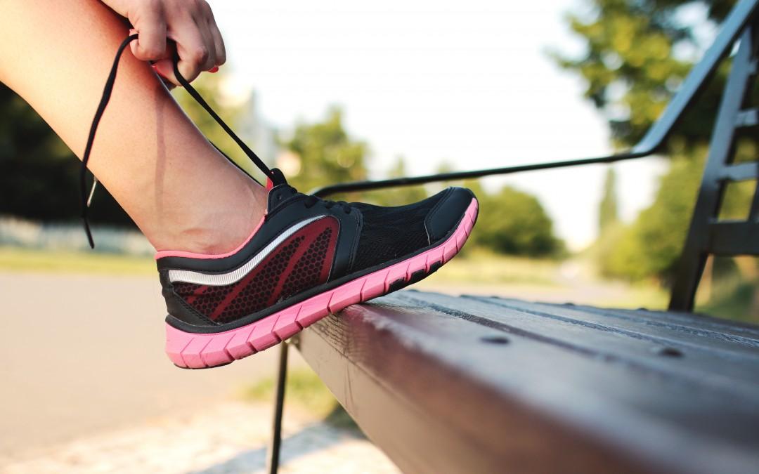 Afla cum scapi de mirosul neplacut al picioarelor si pantofilor